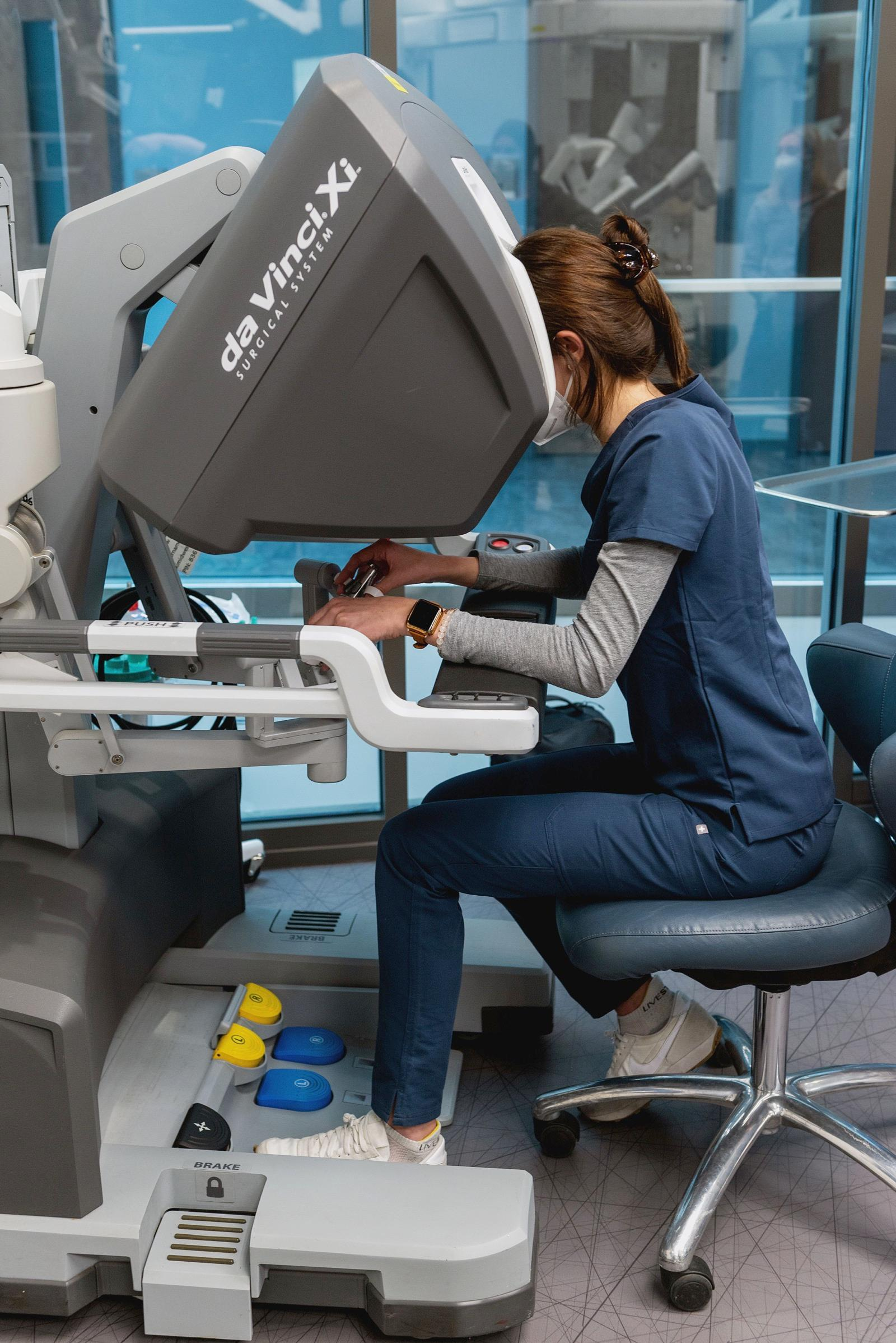 A PA2 student controls the DaVinci Robot in the OR Sim