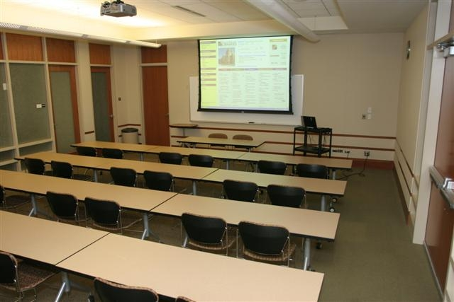 photo of medium classroom style room setup